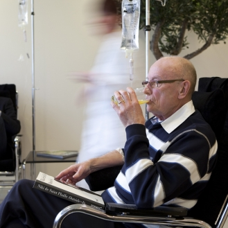 patient chelatiebehandeling in stoel